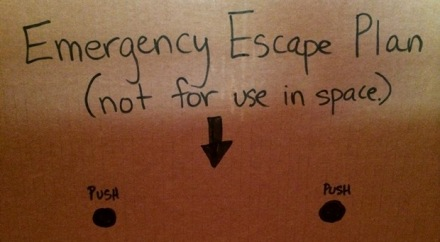 DIY-rocket-ship-cardboard-box